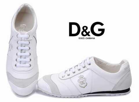 La qualité principale est un cuir souple très légère supérieure qui permet  la chaussure de fléchir à la forme du pied .
